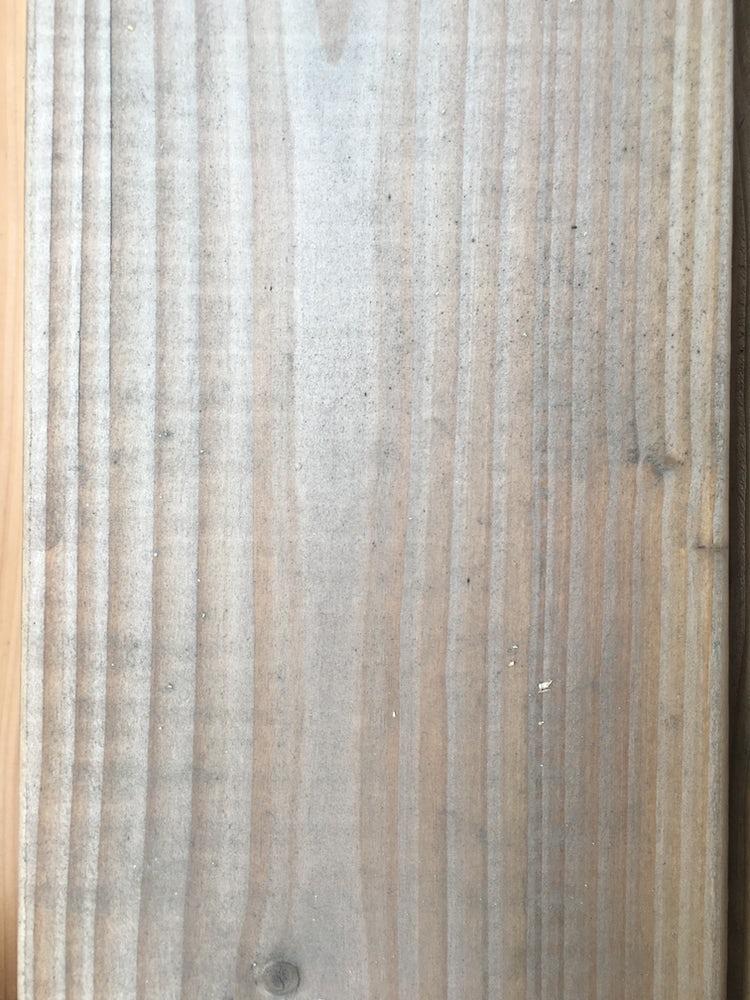 Een vergrijsde douglas plank