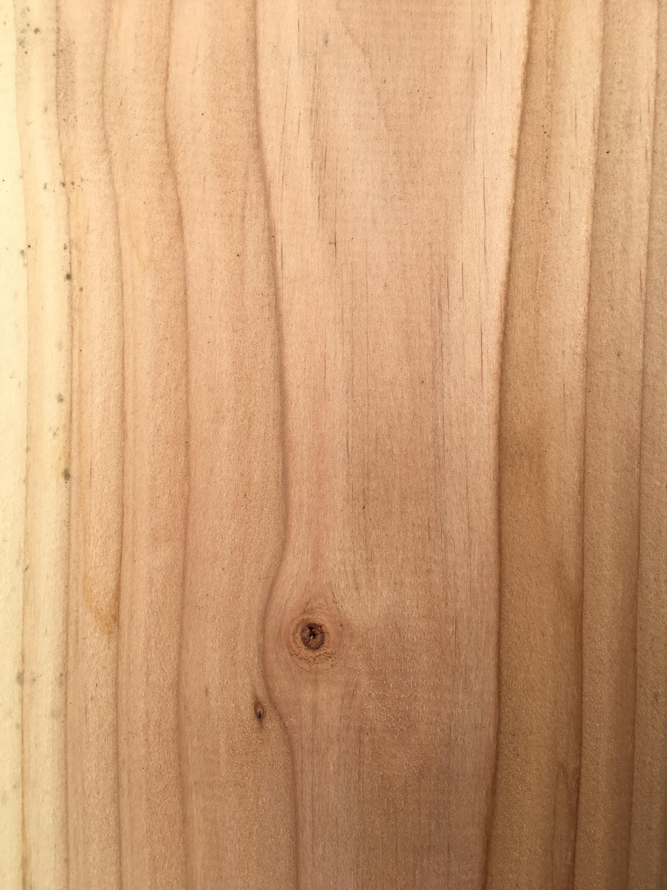 Een douglas plank in originele tint